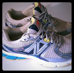 New Balance 680 V2 Running Shoes.